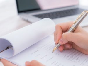 Какие действия должен совершить участник-физлицо при продаже доли в уставном капитале ООО